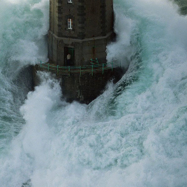 Man Trapped in Lighthouse in Middle of Crashing Waves ...